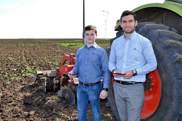 Fermierul român care a reuşit să economisească zeci de mii de euro după ce a creat alături de vărul lui o aplicaţie de administrare a fermei