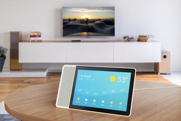 CES 2018: Lenovo lansează un sistem VR wireless, un nou laptop, smart display şi două Moto Mods