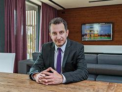 A dezvoltat primul proiect rezidenţial cu locuinţe verzi de lux din România, iar acum conduce un grup de soluţii telecom cu venituri de 23 de milioane de euro