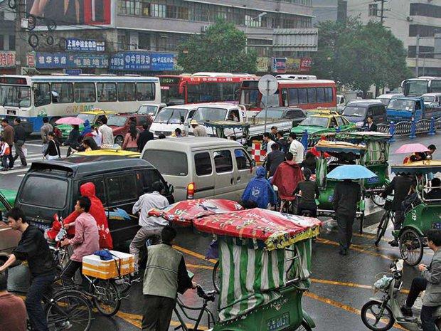 """Accidente """"made in China"""": cum se asigură şoferii că pietonii sunt morţi de-a binelea"""