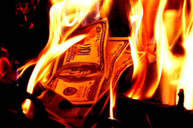 Ce face acum şi cu ce bani a rămas omul care a pierdut CEA MAI MARE SUMĂ DE BANI bani din istorie