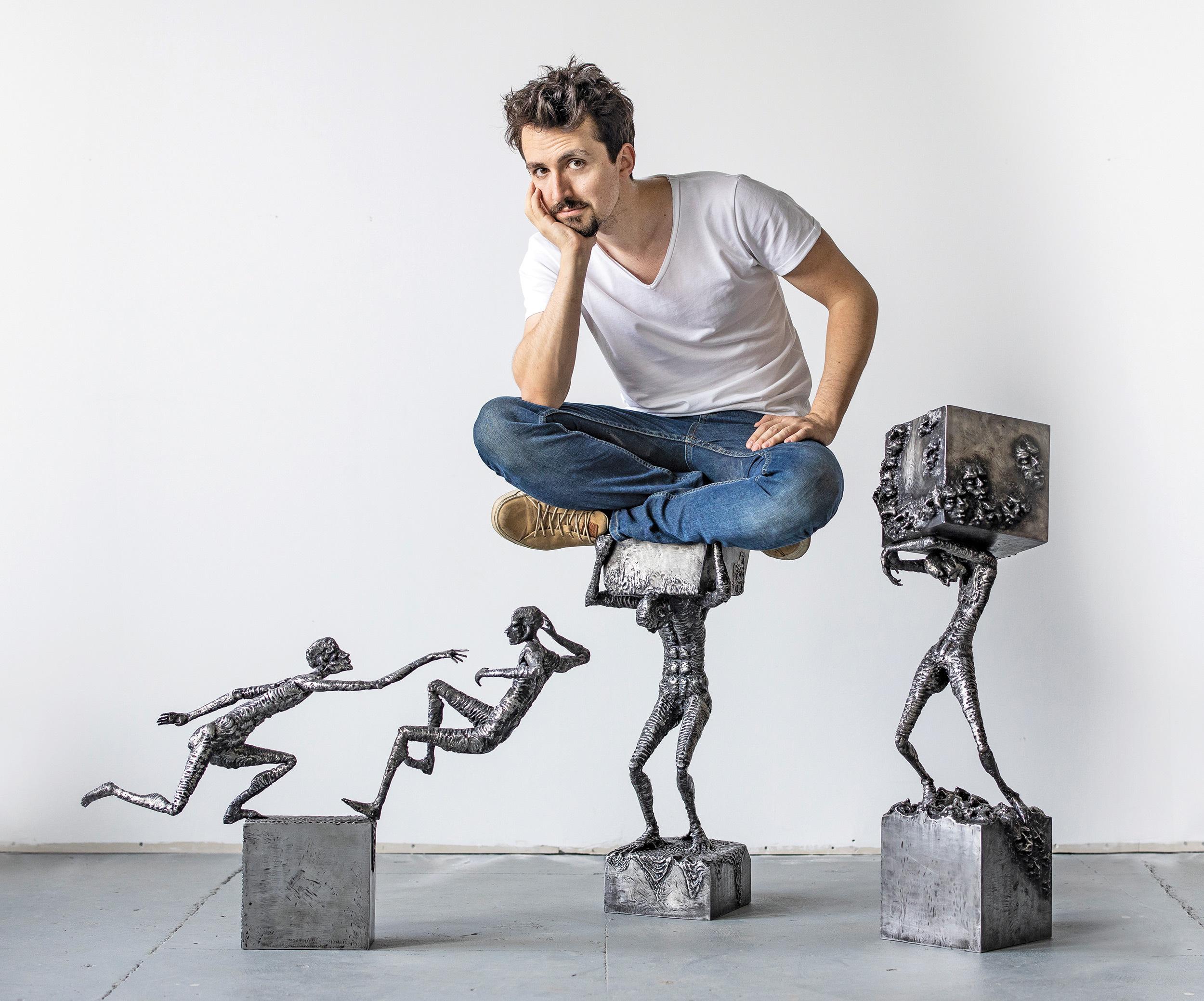 """IA UN LOC. Omul de oţel: Povestea lui Daniel Rădulescu, sculptorul român care aduce metalul la viaţă. """"Ceea ce fac eu(...)"""
