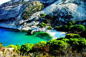 Cea mai misterioasă insulă din Mediterană: doar 1.000 de oameni au voie să o viziteze anual - GALERIE FOTO