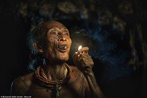Imagini incredibile cu tribul care nu a fost atins de lumea modernă - GALERIE FOTO