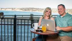 Cum a reuşit un cuplu să câştige 1 milion de dolari lucrând doar o oră şi jumătate pe zi