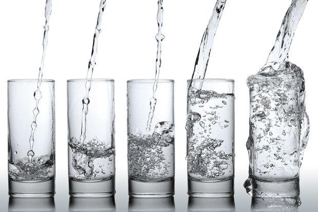 Cum îţi dai seama ce conţine apa. Dezvăluirile somelierului de apă, una dintre cele mai rare meserii din lume