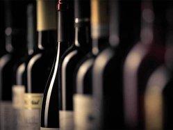 A jucat în Liceenii, a creat şi a vândut o afacere, iar acum organizează cel mai mare concurs de vinuri din estul Europei
