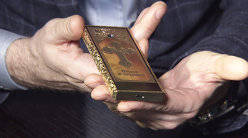 Cum arată telefonul ortodox care se vinde cu 25.000 de dolari. Norocoşii pot cumpăra un exemplar binecuvântat