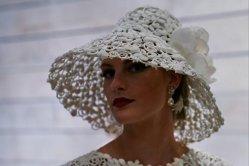 O femeie a croit o rochie de mireasă din hârtie igienică şi a câştigat un premiu de 10.000 de dolari