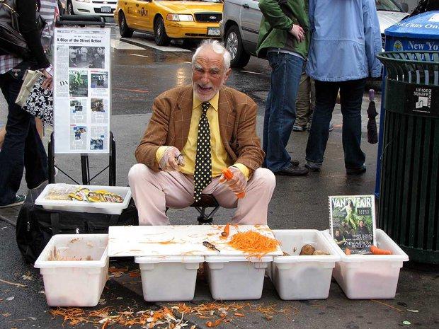 Cum a făcut un bărbat 1 milion de dolari vânzănd mărunţisuri pe stradă