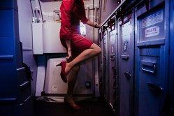 Viaţa secretă a stewardeselor. Ce fac atunci când pasagerii nu le văd - GALERIE FOTO