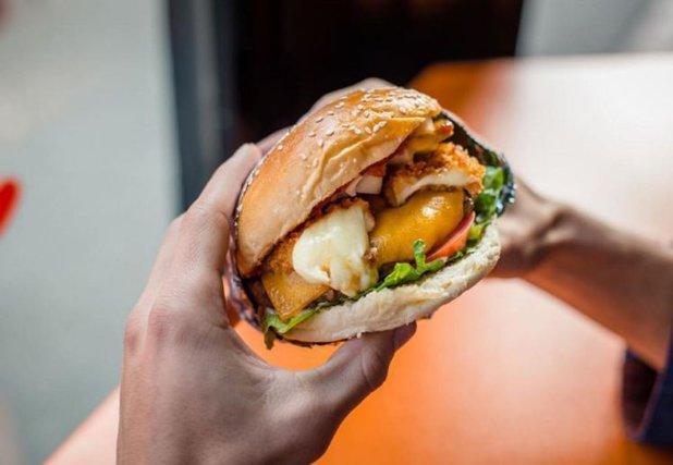Restaurantul care le oferă clienţilor burgeri gratis pe viaţă. Ce trebuie să facă
