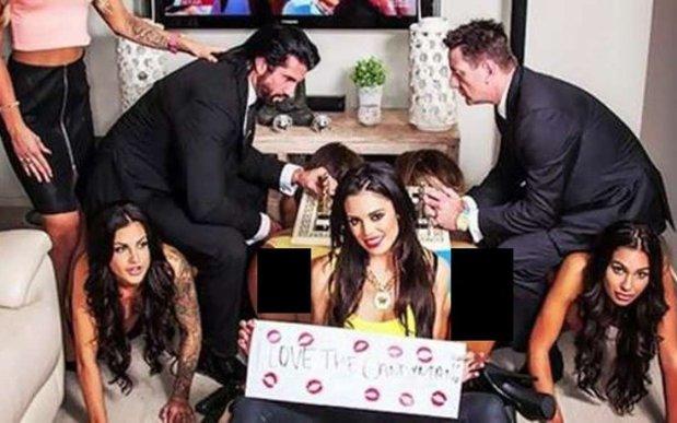 Aroganţă dusă la extrem: a cheltuit 500.000 de dolari pe o petrecere la care a venit însoţit de femei ţinute în lesă  - GALERIE FOTO