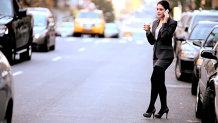 Cât cheltuieşte pe săptămână o femeie care locuieşte în New York şi are un salariu de 1,5 milioane de dolari pe an