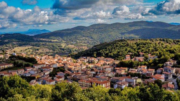 Satul superb din Italia unde poţi cumpăra o casă cu 1 euro - GALERIE FOTO
