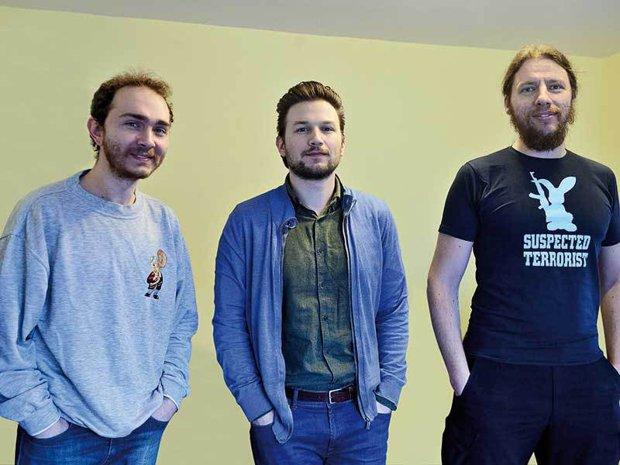 Trei tineri au creat într-o garsonieră din Bucureşti jocul video cu care se antrenează trupele speciale ruseşti