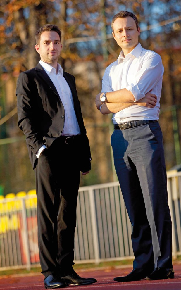 Doi foşti corporatişti au devenit antreprenori şi au ajuns la venituri de 1,8 milioane de euro din banii colegilor