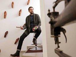 Un fost ziarist din Timişoara vinde pantofi în întreaga lume. La Paris o pereche costă peste 200 de euro