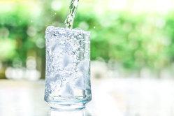 Câtă apă trebuie să bei? O formulă simplă clarifică această problemă