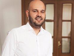 De la piese auto la piese cu parfum: evoluţia unei afaceri de familie de la zero la 4,5 milioane de euro
