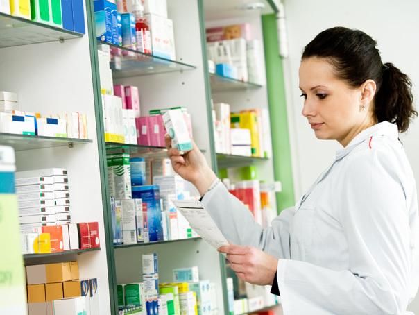 Un farmacist de 73 de ani face 12 mil. euro cu o singură farmacie