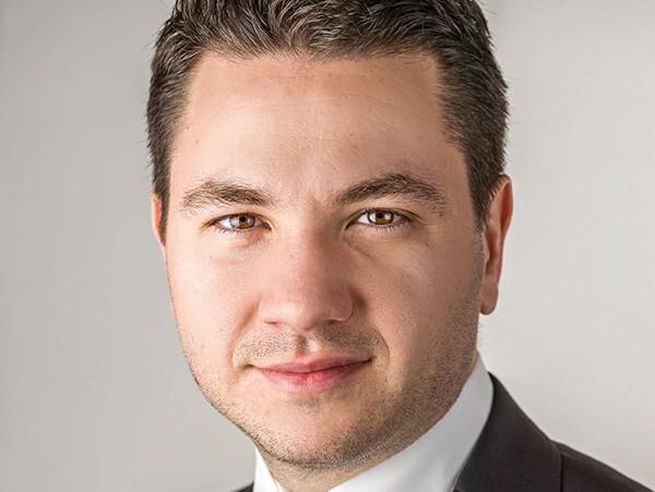 Reţeta succesului: Cum reuşeşte un tânăr din România să vândă MERDENELE de 700.000 euro