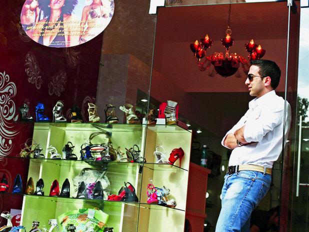 Proprietarul retailerului de pantofi Botinelli intra pe online