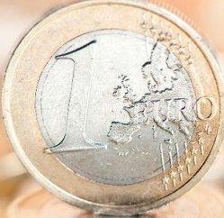 Găletuşa, lopăţica şi euro de 5 lei