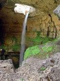 7 Baatara Gorge Waterfall, Liban: Cascada are o înălţime de 255 de metri şi curge în interiorul unei peşteri. A fost descoperită în 1952 de speologul francez Henri Coiffait.