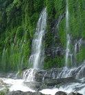 3 Asik- Asik Falls, Filipine: Se găseşte în Alamada, North Cotabato, cascada având 60 de metri înălţime şi 140 de metri lăţime şi, aşa cum spun localnicii, puteri tămăduitoare. Nu există niciun râu din care se revarsă cascada, ci apa ţâşneşte pur şi simplu dintr-o stâncă.