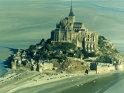 Muntele Saint-Michel din Normandia, Franţa. Palatul regal şi Wat Phra Keao, templul lui Buddha de Smarald din Bangkok, Thailanda