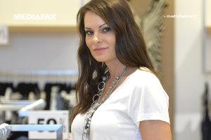 A vândut haine în zece metri pătraţi într-o piaţă din Bucureşti. Acum are magazine în toate mallurile şi numără 4 milioane de euro