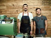 Doi prieteni şi-au deschis o cafenea de 12 metri pătraţi în nordul Bucureştiului şi vând cafea la preţul corect