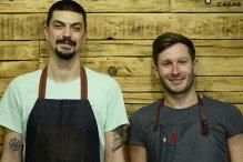 Doi ardeleni au devenit antreprenori de succes în Bucureşti în 10 metri pătraţi