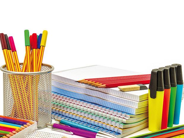 """Generaţia educată cu """"stiloul şi caietul"""" ţine în picioare piaţa produselor de papetărie, lovită de tăierile de costuri din criză"""