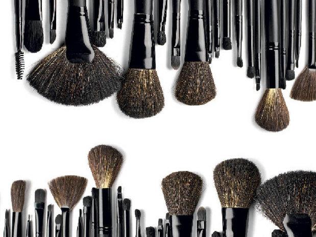 Noua ordine în frumuseţe: cosmetice ieftine sau la promoţie