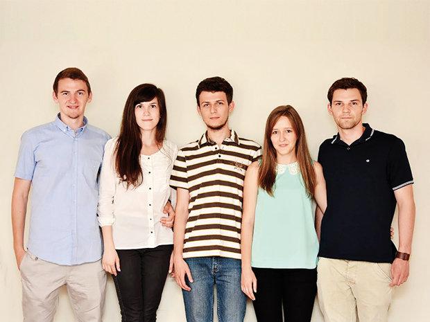 Cinci tineri din Baia Mare câştigă 20.000 de euro pentru că rezolvă problema pe care şoferii din România o urăsc