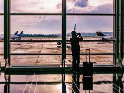 Cum afli dacă poţi primi bani drept compensaţie pentru întârzierea zborului