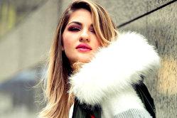 """""""Mă întreţin din vlogging şi doar de asta mă ocup"""". Ea este unul dintre cei mai populari vloggeri de fashion din România"""