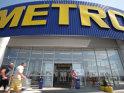 1995 – 2000 - Ion Tiriac convinge grupul german Metro sa intre pe piata, prin realizarea pe banii sai si pe propriul teren a primului magazin cash&carry, la Otopeni. Impreuna cu Dan Petrescu, unul dintre primii sai parteneri de afaceri in Romania, dezvolta mai multe magazine Metro.Spre finalul anilor '90 vine in tara si incepe achizitia de proprietati Alexander Hergan, impreuna cu mai multi oameni de afaceri din SUA.