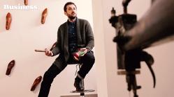 Un fost ziarist face pantofi pe care-i vinde la Paris cu 200 de euro