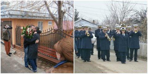 """Surpriză de ziua lui Bute: i-au cântat """"La Mulţi Ani!"""" cu fanfara, în faţa casei părinteşti din Pechea"""