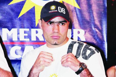 Bogdan Dinu l-a învins prin KO tehnic pe Kertson Manswell, într-un meci disputat la Montreal