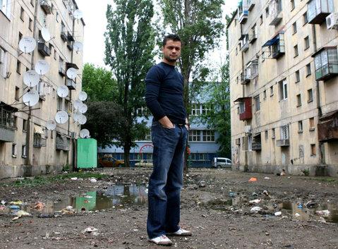 """Poveste din Rahova. """"JoJo a devenit boxer pentru că i-am spart eu nasul"""". Ionuţ Dan Ion poate deveni sâmbătă al cincilea campion mondial la box profesionist al României"""