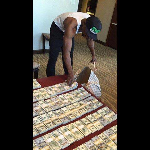 Mayweather continuă să facă bani din box, deşi s-a retras. Americanul a pariat pe Fury la meciul cu Klitschko şi a câştigat! Ce sumă a mizat şi cât a încasat