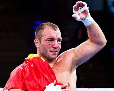 """BBC a prefaţat marea luptă dintre Joshua şi Klitschko cu un reportaj despre Mihai Nistor, singurul boxer care l-a învins vreodată pe britanic: """"L-aş putea bate din nou"""""""