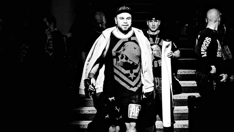 the Tragedy in sports! Fighter Tim Hague has died at 48 hours after he had been made K. O. shocking Details: she left the ring on his feet, but at the hospital she went into a coma