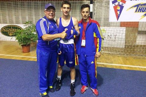 Un elev eminent aduce prima victorie tricoloră la Europeanul de box pentru cadeţi de la Rm. Vâlcea. Gorjeanul Andrei Musteţ – la un pas de medalie