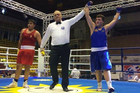 Boxul românesc – doi finalişti la Campionatul European de cadeţi de la Râmnicu Vâlcea. Asaltul greilor