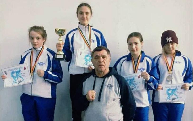 """Ieşencele dau bine cu pumnul: au câştigat cinci medalii la Cupa României! """"Stagiul centralizat de pregătire a fost benefic pentru fete"""""""